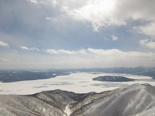 屈斜路湖(3月藻琴山より)