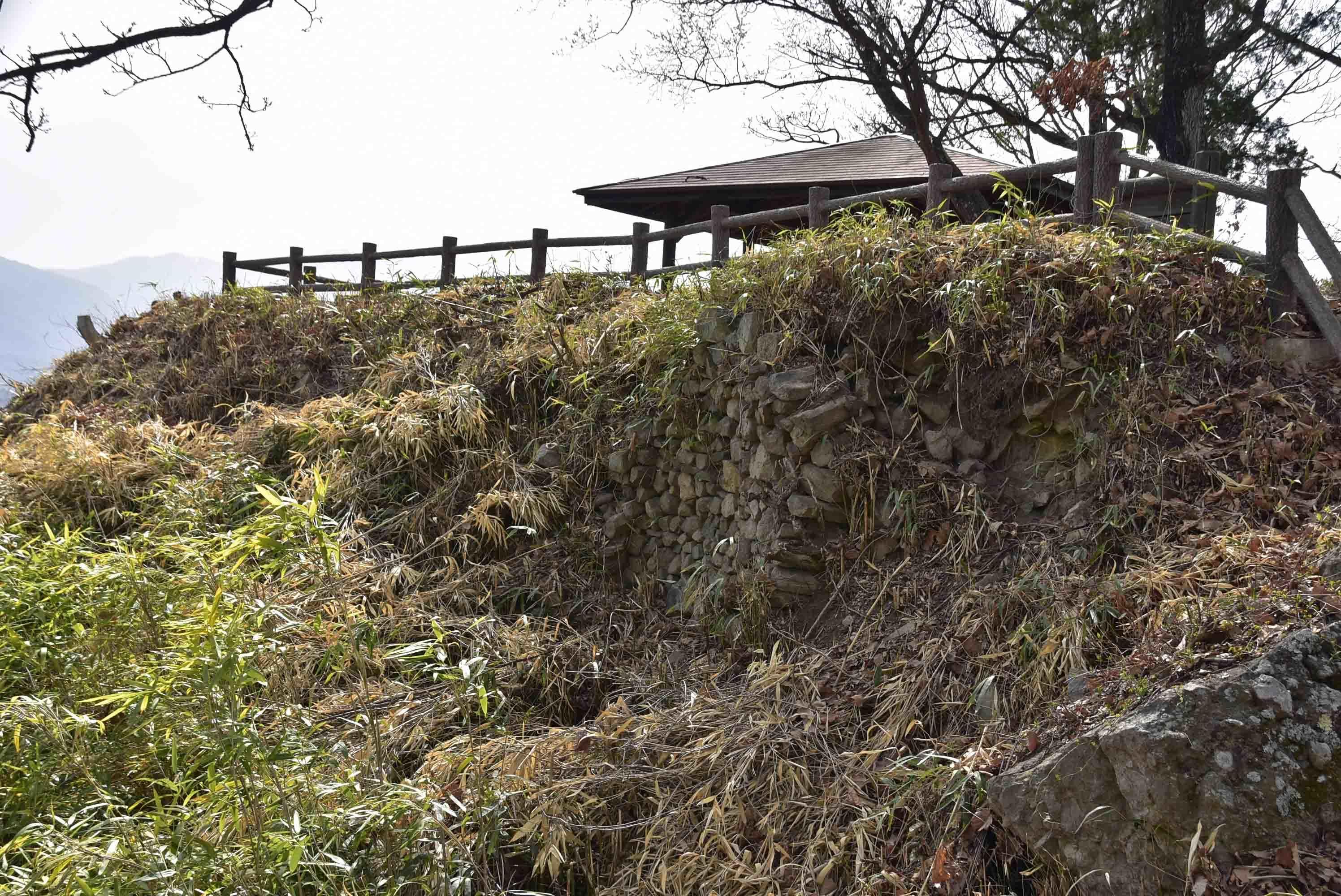 丸子城 本城の石積(西側)