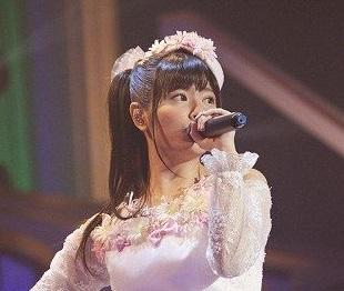 声優・竹達彩奈さん(29)、胸で服ひもが弾かれてしまうwww