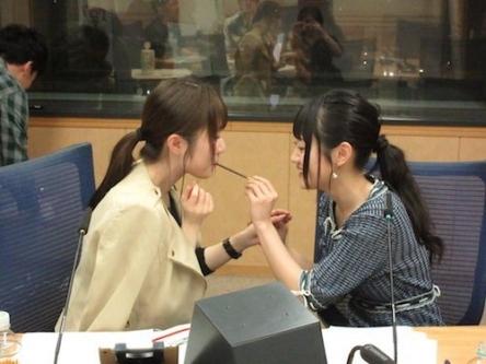 【レズ営業】声優・日高里菜さんと小倉唯さんがポッキーゲームでキスwww