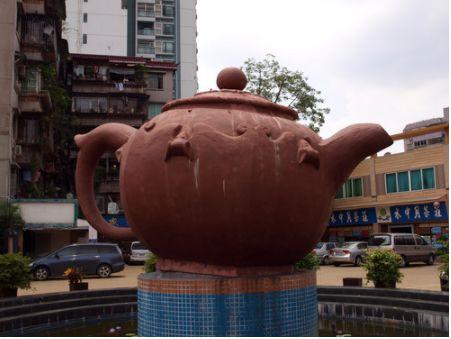 その名も広東芳村茶業城 透明ガラスよりは陶器チャイナ
