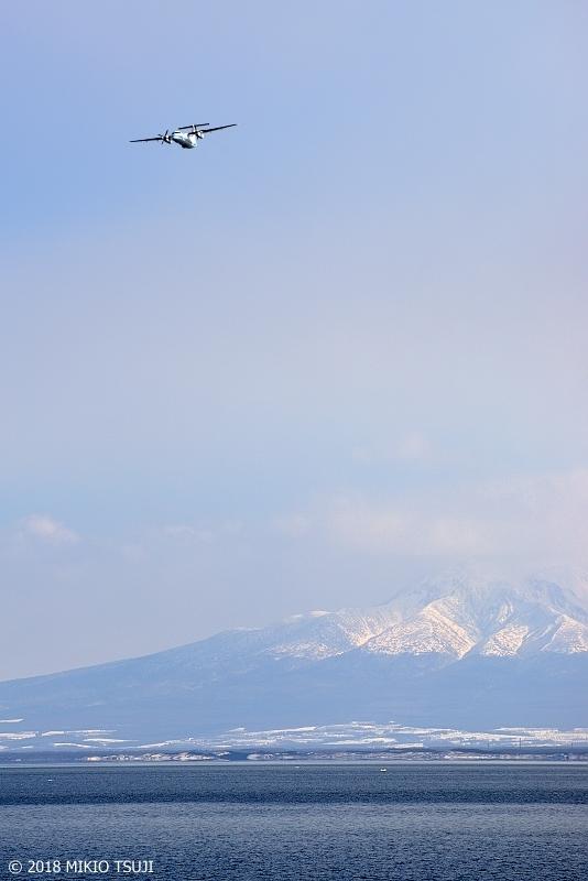 絶景探しの旅 - 0529 知床連峰 海別岳をバックにホーツクを飛ぶ (北海道 網走市)