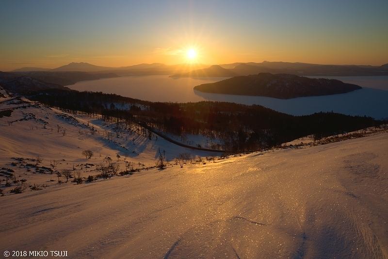 絶景探しの旅 - 0540 朝日に輝く雪の屈斜路湖 (北海道 美幌町)
