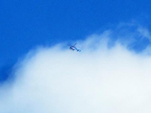 ヘリ 青空